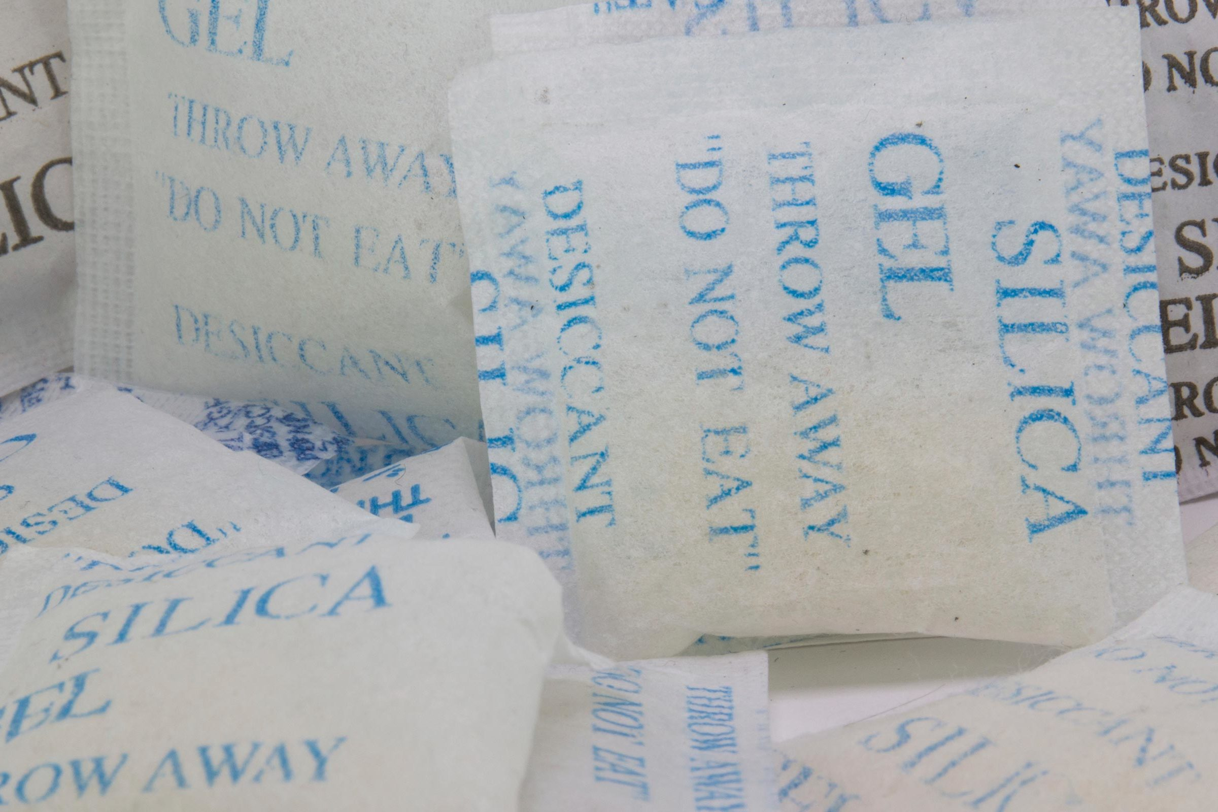 Packets of silica gel dessicant.