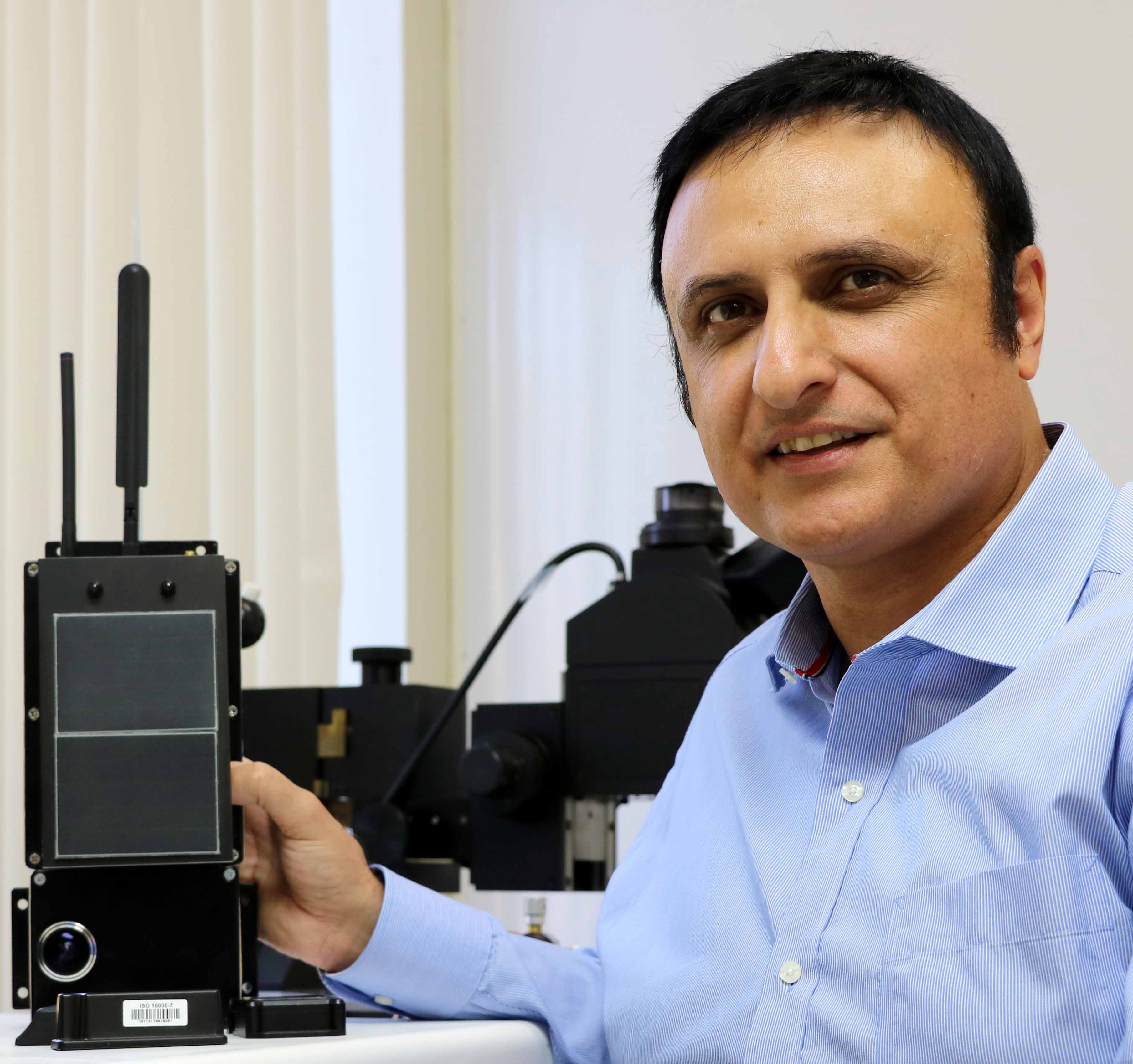 Navid Yazdi holds up Evigia device