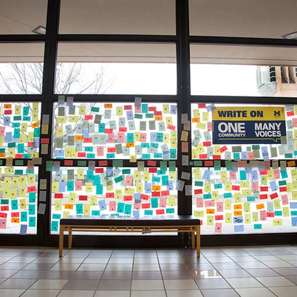 Post-it notes paper the windows of the inside of the Duderstadt connector
