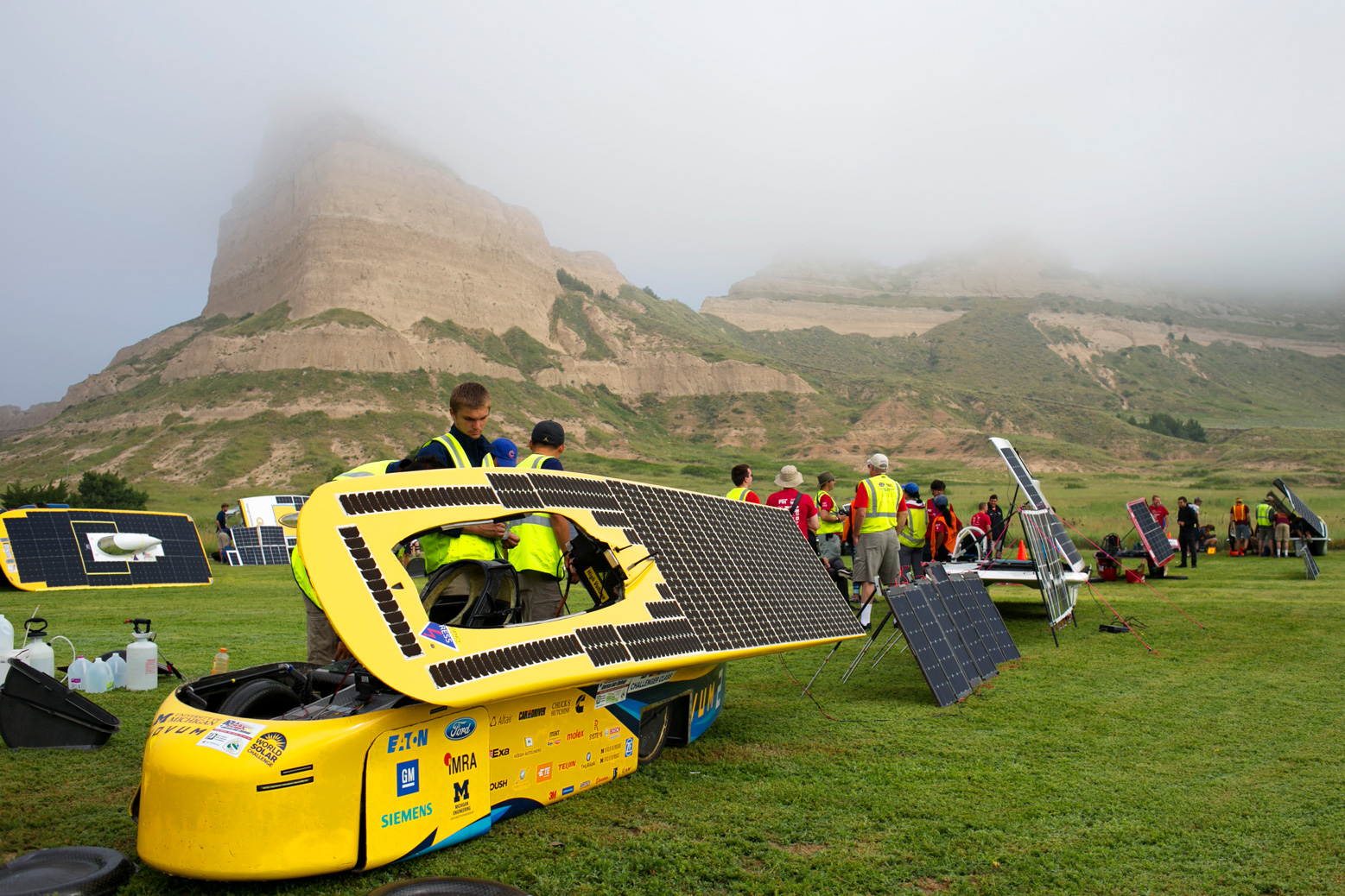 The team readies Novum for another day of racing in foggy Scotts Bluff. Photo: Akhil Kantipuly