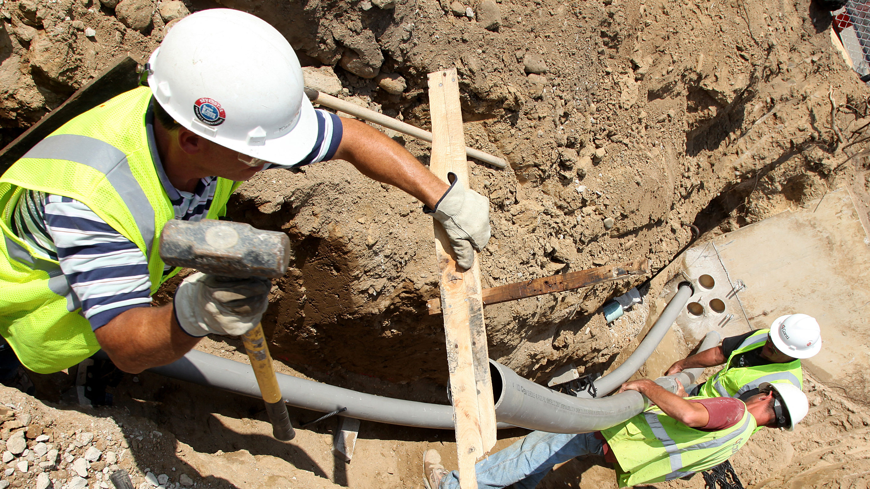 Construction workers installing pipes as part of the G.G. Brown addition. Photo: Marcin Szczepanski/Michigan Engineering