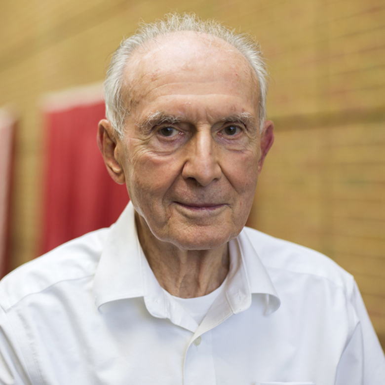 Professor Robert Howe, 1925-2018.