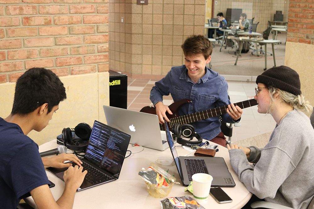 Designing the winning project: the bass guitar triggered sampler.