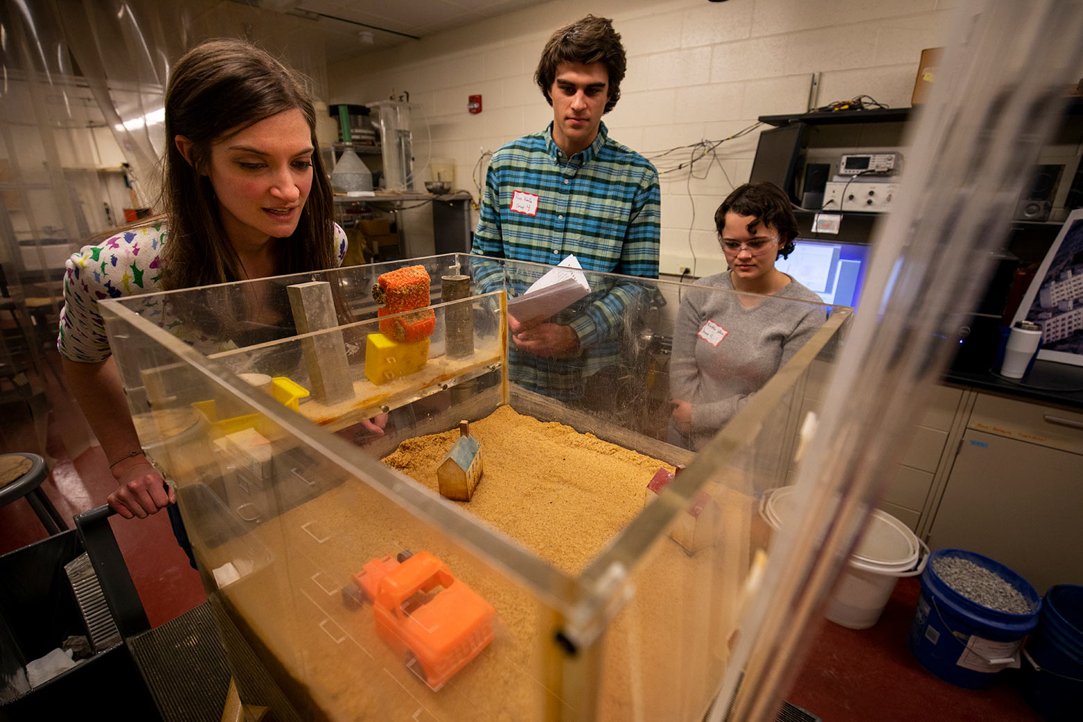 Students view lab simulation in process