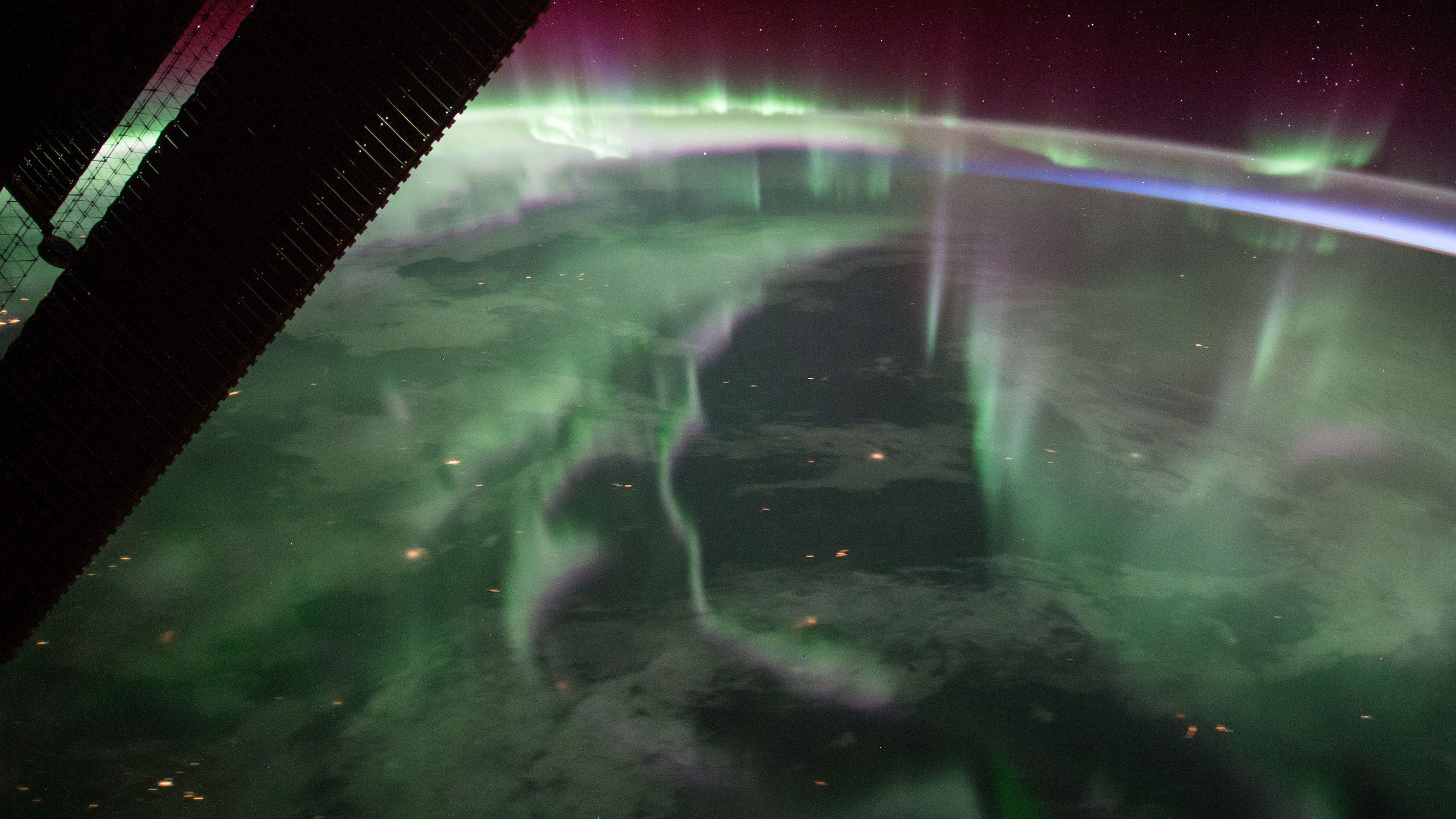 the ISS overlooks aurora borealis