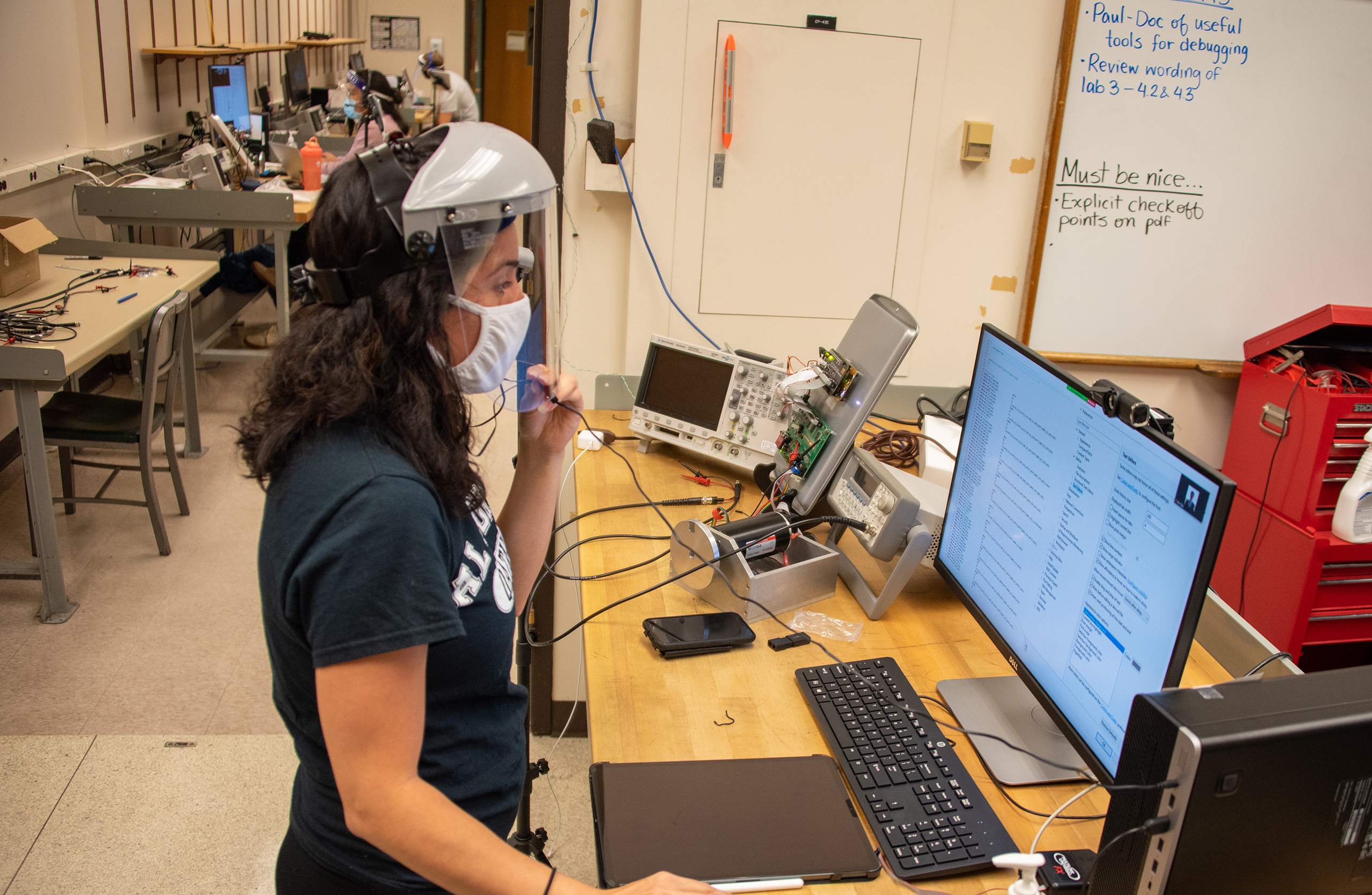 graduate student instructor in a lab during covid-19