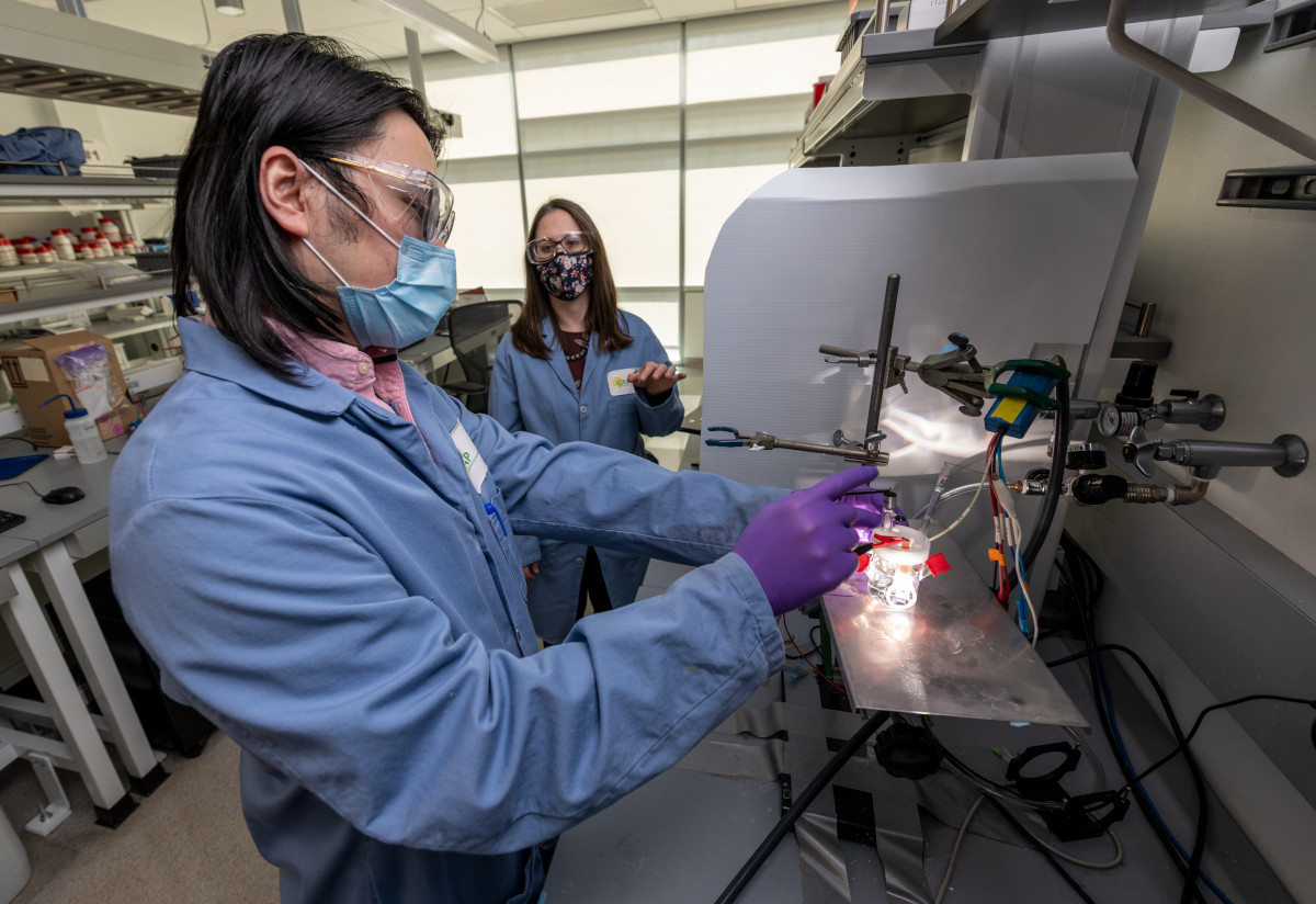 Guosong Zeng, a postdoctoral scholar, and Francesca Toma, a staff scientist, both in the Chemical Sciences Division of Lawrence Berkeley National Laboratory, test the artificial photosynthesis device developed by Zetian Mi, a professor of electrical and computer engineering at the University of Michigan. Rather than degrading over time, as is typical for devices that turn water and light into hydrogen fuel, this device improves.